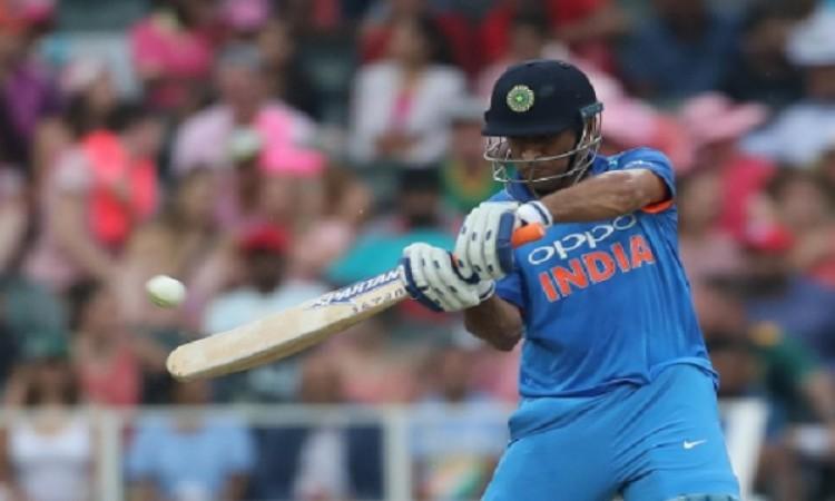 धोनी ने खेली सुपरहिट पारी, भारत ने इंग्लैंड को दिया 149 रनों का टारगेट Images