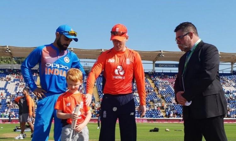 दूसरे टी-20 में इंग्लैंड ने जीता टॉस, भारत को पहले बल्लेबाजी के लिए किया निमंत्रण Images