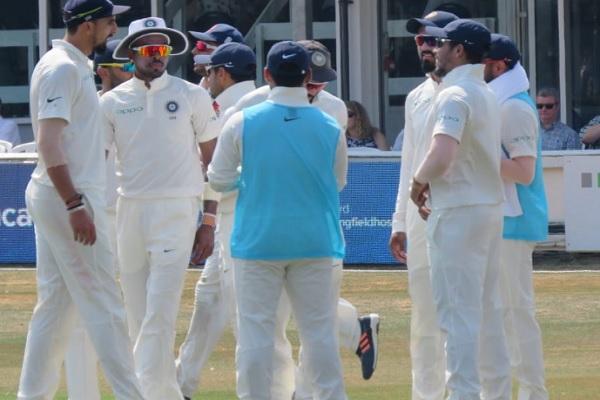 प्रैक्टिस मैच: एसेक्स के खिलाफ ईशांत शर्मा और उमेश यादव की गेंदबाजी ने ढ़ाया कहर, भारत 158 रन आगे Im