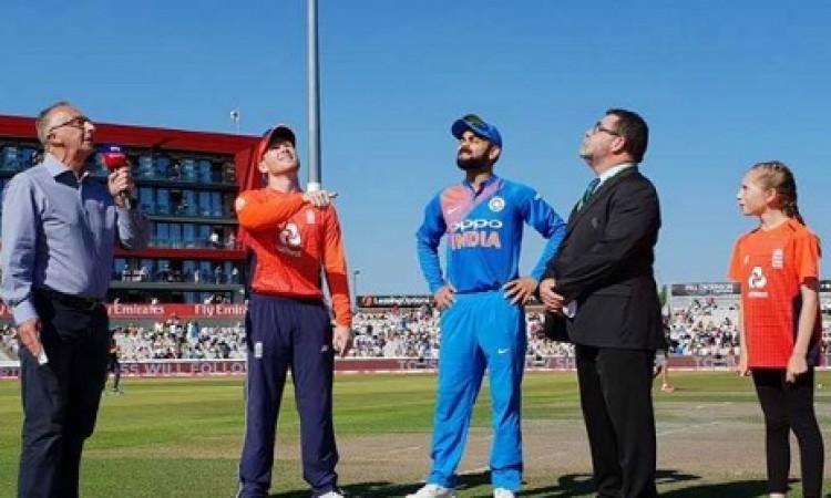 निर्णायक टी-20 में कोहली ने जीता टॉस और पहले फील्डिंग करने का फैसला किया Images