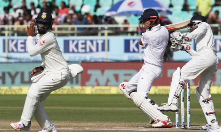 टेस्ट में भारत के खिलाफ सबसे ज्यादा रन बनाने वाले इंग्लैंड के टॉप -5 बल्लेबाज ,पहला है सबसे खतरनाक
