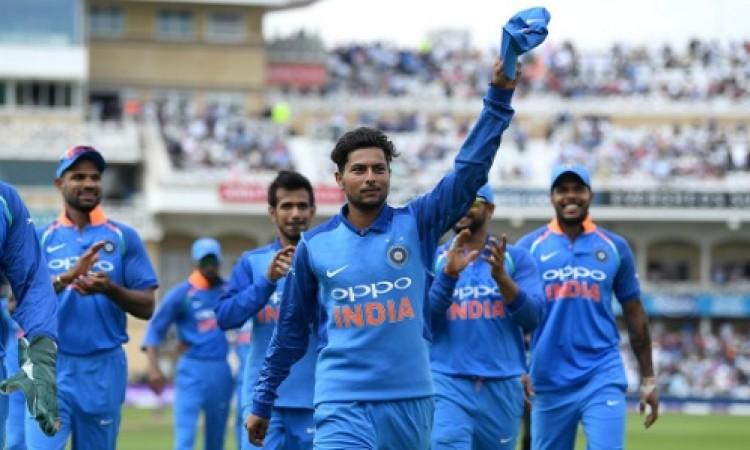 इंग्लैंड के खिलाफ पहले वनडे में भारतीय टीम के इन खिलाड़ियों ने बनाए कई दिलचस्प रिकॉर्ड Images