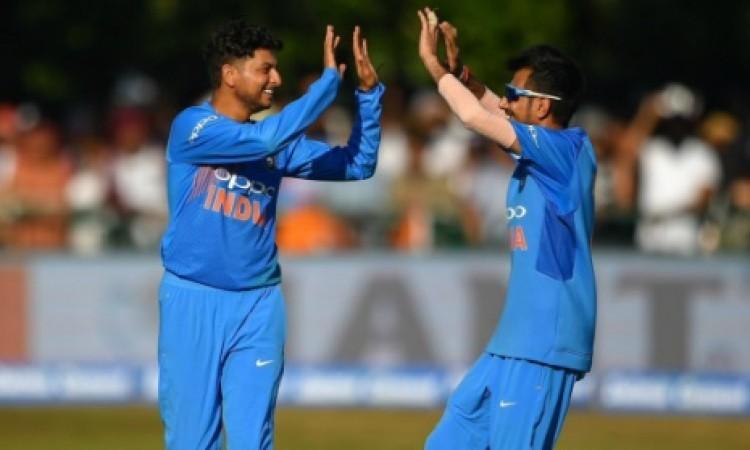 कुलदीप यादव के कहर के आगे इंग्लैंड बल्लेबाजों को नानी याद आई, भारत को 159 रनों का टारगेट Images