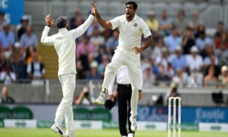 एशिया के बाहर टेस्ट मैच के पहले दिन सबसे ज्यादा विकेट लेने वाले टॉप 5 भारतीय स्पिनर Images