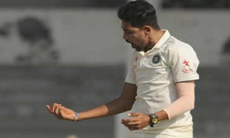 भारत ए के गेंदबाजों का कहर, साउथ अफ्रीकी टीम के के 8 विकेट गिरे Images
