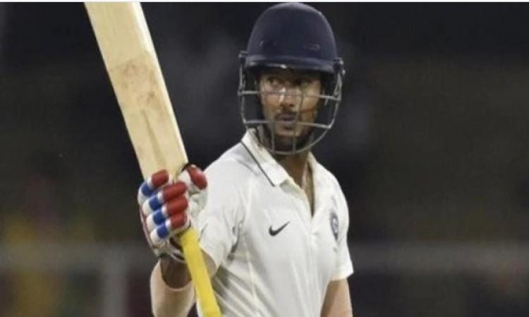 मयंक अग्रवाल का फिर से दिखा धमाका, 14 चौका और 3 छक्का जमाकर अकेलेदम पर इंडिया-ए हराया Images