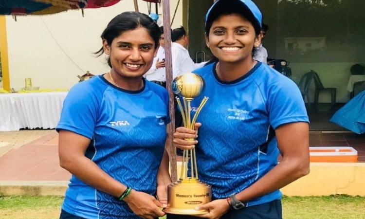 इंडिया ब्लू ने इंडिया रेड को 4 रनों से हराकर जीत लिया महिला टी-20 चैलेंजर ट्रॉफी का खिताब Images