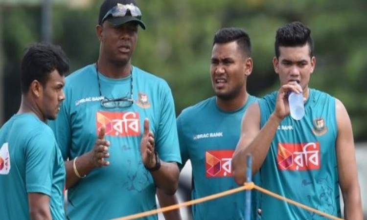 एशिया कप से पहले बांग्लादेश के गेंदबाजी कोच कर्टनी वॉल्श ने कर दिया ऐसा बड़ा ऐलान Images