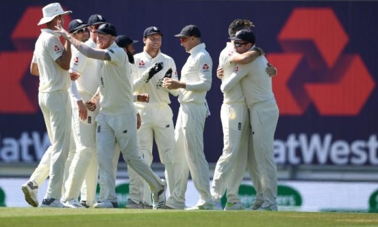 चौथे टेस्ट में भारतीय बल्लेबाजों की हुई बत्ती गुल, इंग्लैंड की जीत में ये दो खिलाड़ी बने हीरो Images