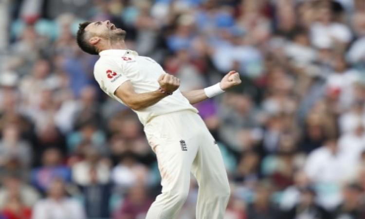 भारत की पहली पारी लड़खड़ाई, इंग्लैंड गेंदबाजों के सामने भारत पहली पारी में 6 विकेट पर 174 रन Images