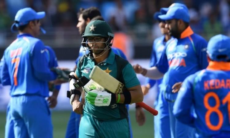 भारत से हारने के बाद पाकिस्तानी कोच मिकी आर्थर ने ऐसा कहकर खिलाड़ियों को लगाई फटकार Images