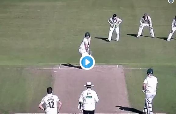 WATCH देखिए काउंटी क्रिकेट में इस गेंदबाज ने हैरान तरीके से चटकाया हैट्रिक विकेट, क्रिकेट वर्ल्ड चकि