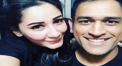 अफगानिस्तान के खिलाफ मैच से पहले धोनी ने की पार्टी, संजय दत्त की वाइफ के साथ सेल्फी हुआ वायरल Images