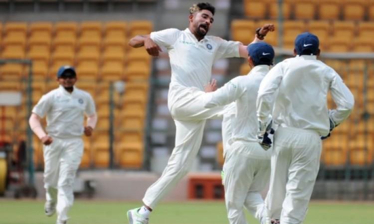 ऑस्ट्रेलिया ए के खिलाफ मोहम्मद सिराज ने बरपाया कहर, एक के बाद एक 8 विकेट चटकाए Images