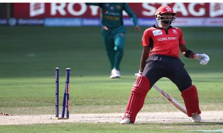 शादाब खान के द्वारा हांगकांग बल्लेबाज को इस तरह से रन आउट करने पर भारत का यह दिग्गज हुआ हैरान Images
