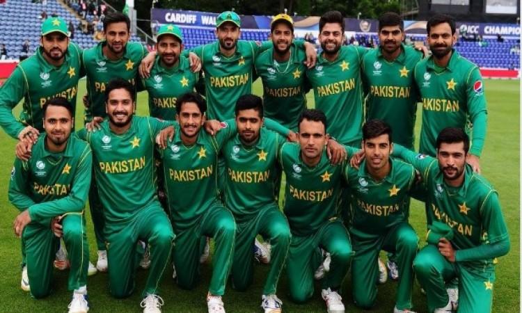 भारत के खिलाफ पाकिस्तान की टीम ने अपने प्लेइंग इलेवन में लिया चौंकाने वाला फैसला Images