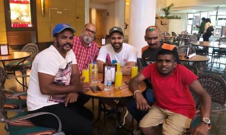 एशिया कप के फाइनल से पहले रोहित शर्मा ने इन खास क्रिकेट फैन्स के साथ बिताया समय PHOTOS Images