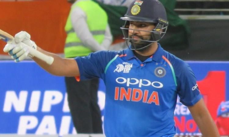 रोहित शर्मा और भारतीय गेंदबाजों के कमाल से हारा पाकिस्तान, भारत ने 8 विकेट से दी मात Images