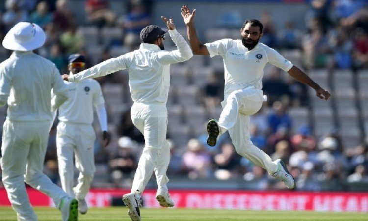 भारत को साउथैंम्टन टेस्ट जीतने के लिए 245 रनों का लक्ष्य, मोहम्मद शमी ने चटकाए 4 विकेट Images
