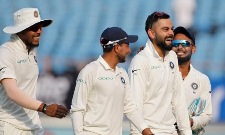 भारत ने वेस्टइंडीज के दिया फॉलोऑन, दूसरी पारी में भी वेस्टइंडीज खराब स्थिती में Images