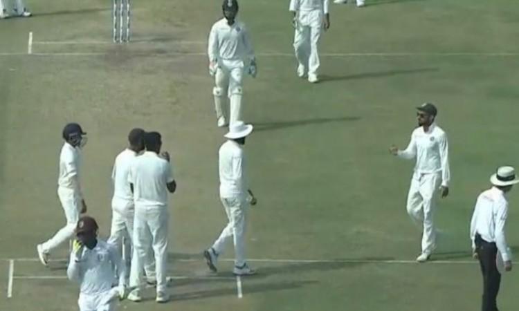 WATCH देखिए कैसे सर रवींद्र जडेजा ने वेस्टइंडीज बल्लेबाज को ललचाकर किया रन आउट Images
