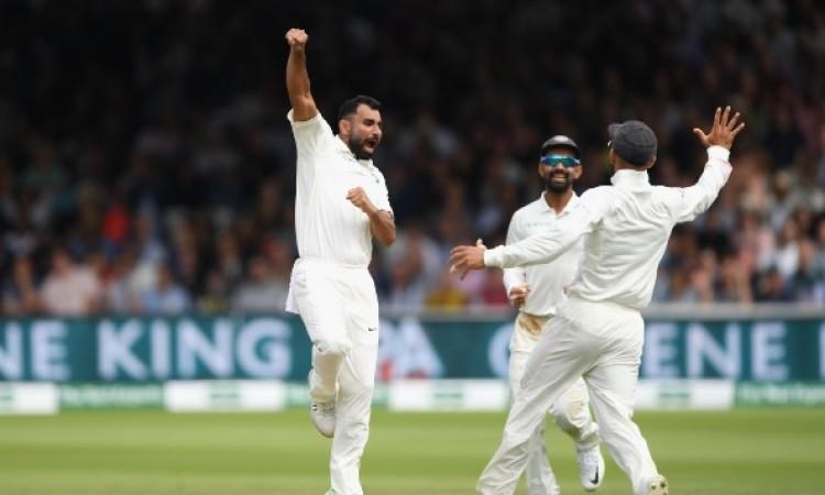2 विकेट लेकर  मोहम्मद शमी ने बनाया टेस्ट में ये खास रिकॉर्ड Images