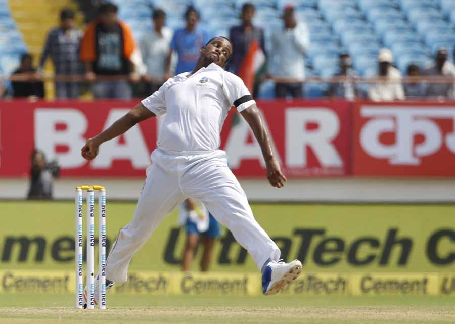 वेस्टइंडीज शैनन गेब्रियल भारत और वेस्टइंडीज के बीच पहले टेस्ट मैच के दौरान एक्शन में फोटो