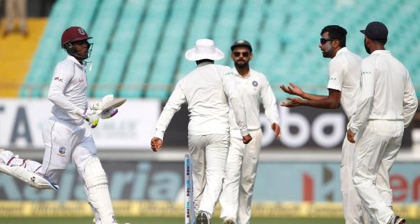 वेस्टइंडीज के खिलाफ बल्लेबाजों के बाद गेंदबाजों ने भी दिखाया दम, वेस्टइंडीज 6 विकेट पर 94 रन Images