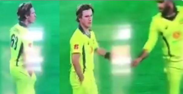 साउथ अफ्रीका के खिलाफ दूसरे वनडे में ऑस्ट्रेलियाई स्पिनर एडम जंपा ने गेंद के साथ की ऐसी हरकत WATCH I