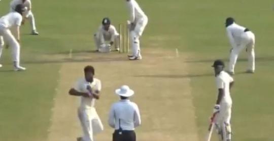देखिए कैसे भारत के इस गेंदबाज की गेंदबाजी एक्शन से परेशान हुआ क्रिकेट वर्ल्ड, लाइव मैच में अंपायर भी