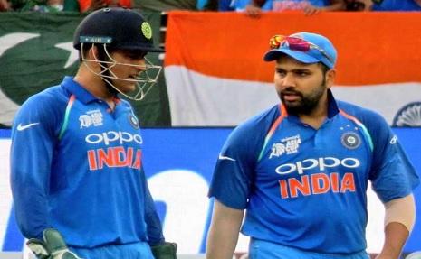टी-20 टीम में अपने गुरु धोनी के ना होने पर रोहित शर्मा का दिल रोया, सबके सामने दिया दिल जीतने वाला ब