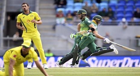 तीसरे वनडे में ऑस्ट्रेलियाई गेंदबाजों ने बना दिया निराशाजनक रिकॉर्ड, साल 2001 के बाद बना ऐसा अनचाहा