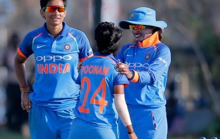 भारत की इस महिला गेंदबाज ने हैरान करते हुए जसप्रीत बुमराह के इस बड़े रिकॉर्ड को तोड़ दिया Images