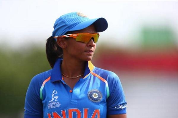 आईसीसी ने हरमनप्रीत कौर को बनाया साल 2018 की महिला टी-20 टीम का कप्तान Images