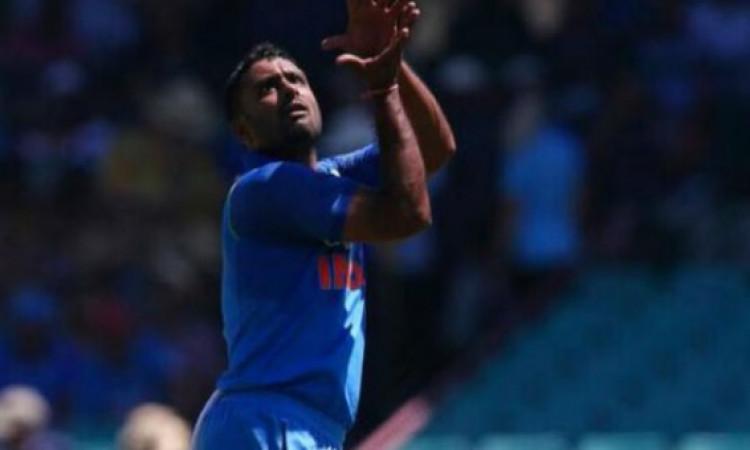 पहले वनडे में गेंदबाजी करके अंबाती रायडू से हो गई ऐसी गलती, अब आईसीसी ले सकता है बड़ा फैसला Images