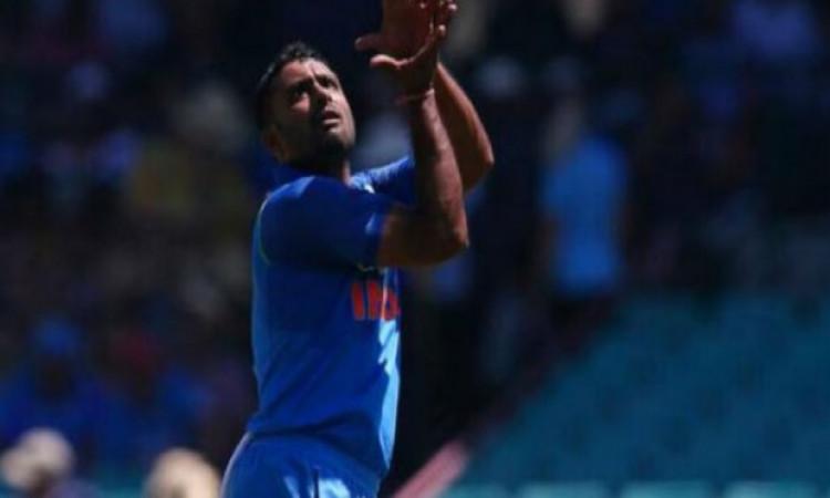 तीसरे वनडे में भारत की जीत लेकिन आईसीसी ने अंबाती रायडू के खिलाफ लिया ये बड़ा फैसला Images