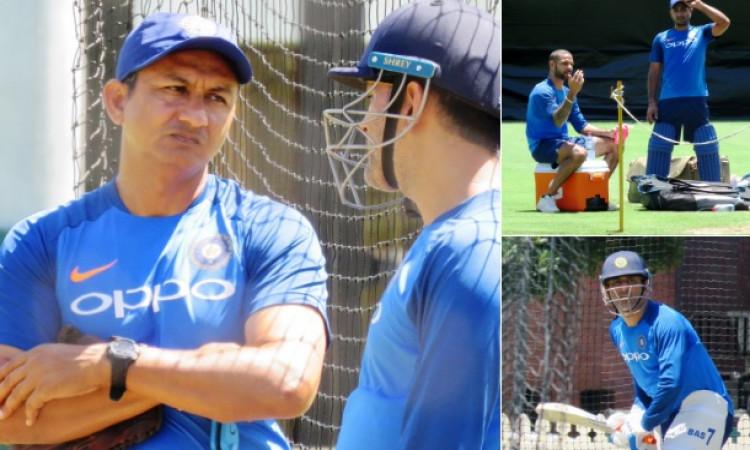 पहले वनडे से पहले टीम इंडिया ने इस तरह से की प्रैक्टिस, धोनी और संजय बांगड़ ने तय की रणनीति Images