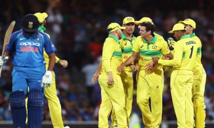 सिडनी वनडे में आस्ट्रेलिया ने भारत को हराया, यह युवा ऑस्ट्रेलियाई गेंदबाज बना मैन ऑफ द मैच Images