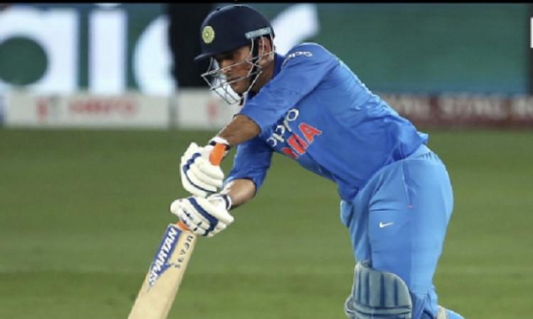 वनडे क्रिकेट के इतिहास में ऐसा गजब का कमाल करने वाले धोनी दुनिया के 12वें खिलाड़ी बने Images