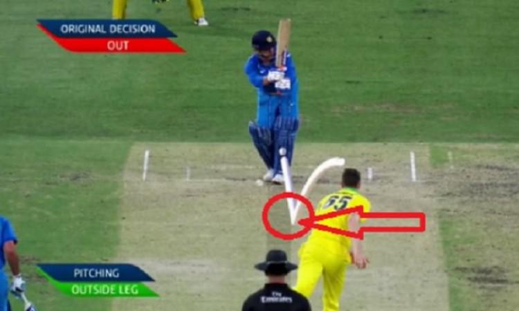 पहले वनडे में धोनी हुए गलत फैसले का शिकार, इसके बाद गेंदबाज झाए रिचर्डसन ने कही ऐसी बात Images