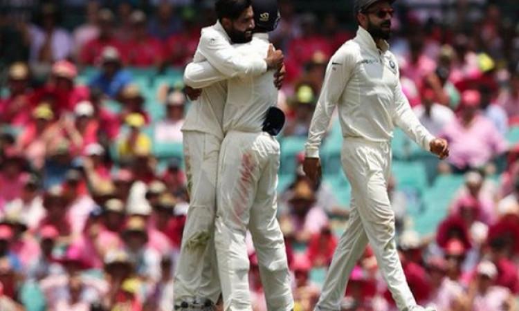चौथे टेस्ट के तीसरे दिन भारतीय गेंदबाजों का दिखा कमाल, कप्तान कोहली की रणनीति रही सफल Images