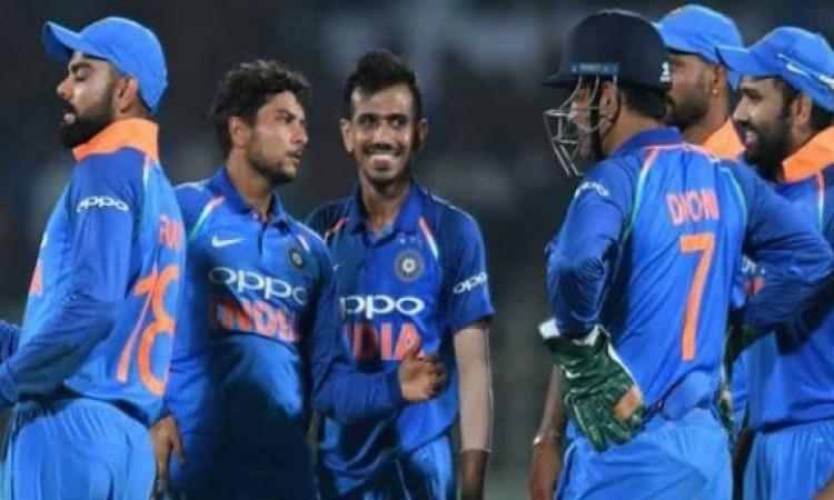 भारत बनाम ऑस्ट्रेलिया:  जानिए कैसा रहा है दोनों टीमों का वनडे में एक दूसरे के खिलाफ रिकॉर्ड Images