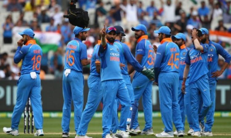 पहले वनडे में मोहम्मद शमी की गेंदबाजी का जलवा, वनडे में बना दिया भारतीय वर्ल्ड रिकॉर्ड Images