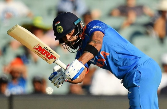 विराट कोहली ने वनडे में जड़ा 49वां अर्धशतक, धोनी और कोहली की जोड़ी क्या जीता पाएगी भारत को ? Images
