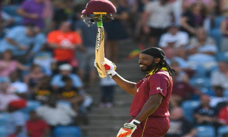 क्रिस गेल का वनडे क्रिकेट में धमाकेदार रिकॉर्ड, वनडे में पूरे किए 10000 रन Images