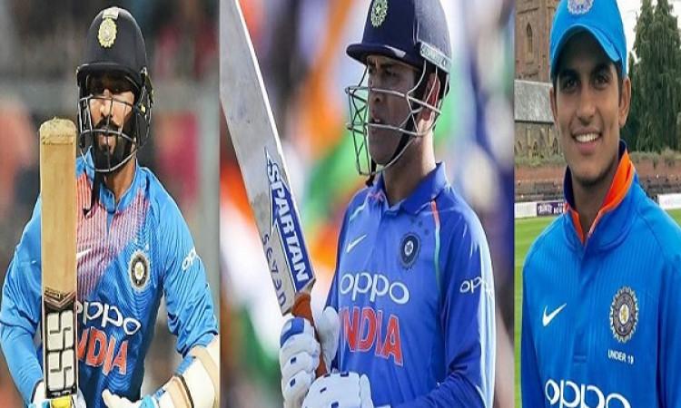 महान दिग्गज गावस्कर के अनुसार 5वें वनडे में इस खिलाड़ी की जगह धोनी होंगे टीम में शामिल Images