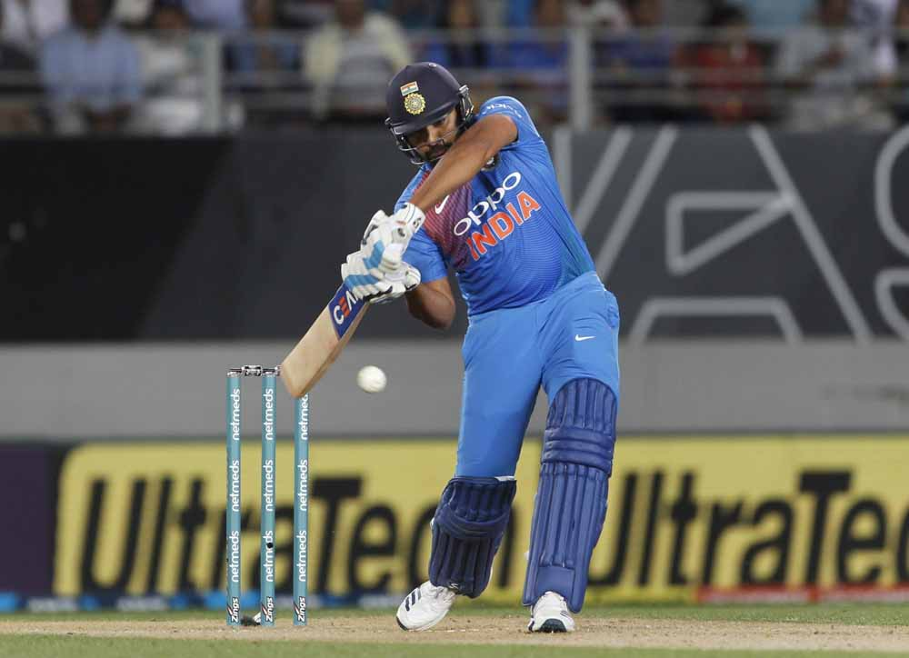 भारतीय कप्तान रोहित शर्मा दूसरे T20I के दौरान का एक्शन फोटो