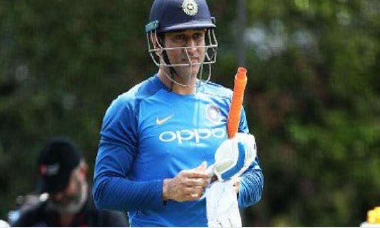 न्यूजीलैंड के खिलाफ आखिरी वनडे मैच धोनी खेलेंगे या नहीं, संजय बांगर ने दिया UPDATE Images