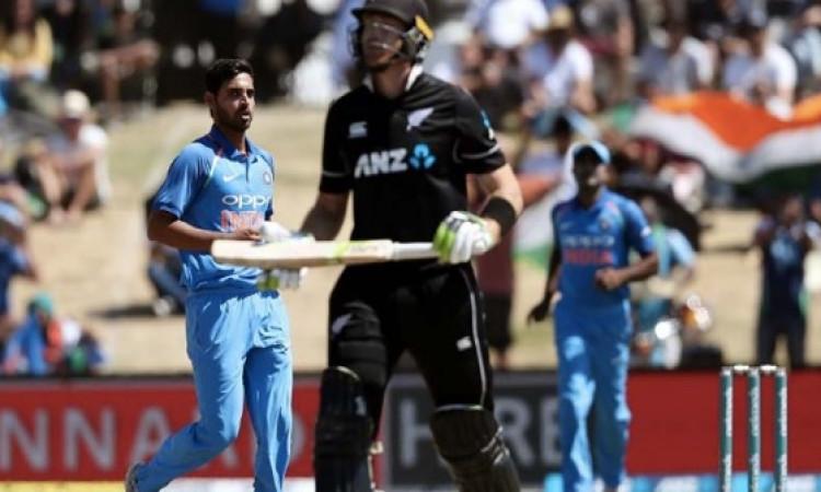 अचानक से यह खिलाड़ी हुआ भारत - न्यूजीलैंड टी-20 सीरीज से बाहर Images