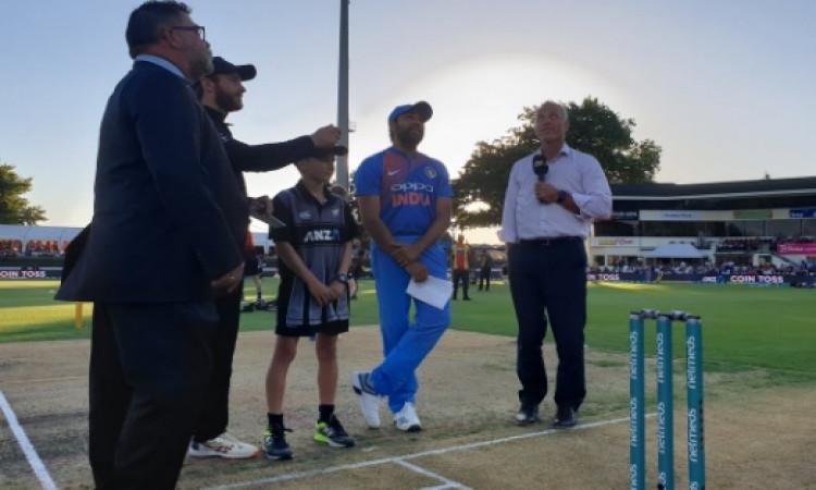 तीसरे टी-20 में भारत ने न्यूजीलैंड के खिलाफ जीता टॉस, पहले फील्डिंग करने का किया फैसला Images